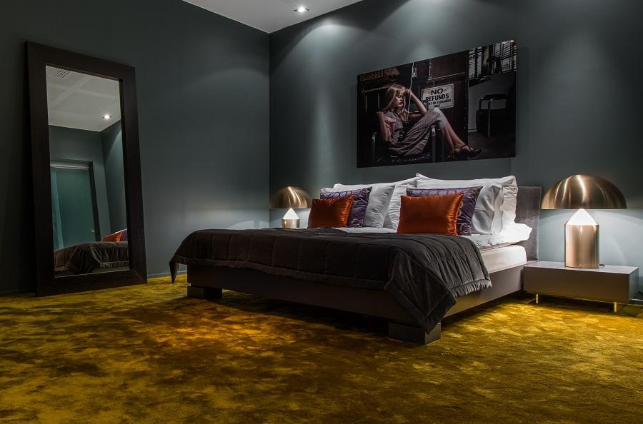 Handtuftad matta Astro i hotellrum på Quality Globe Hotel, projekt av White Arkitekter & Eye Interior.