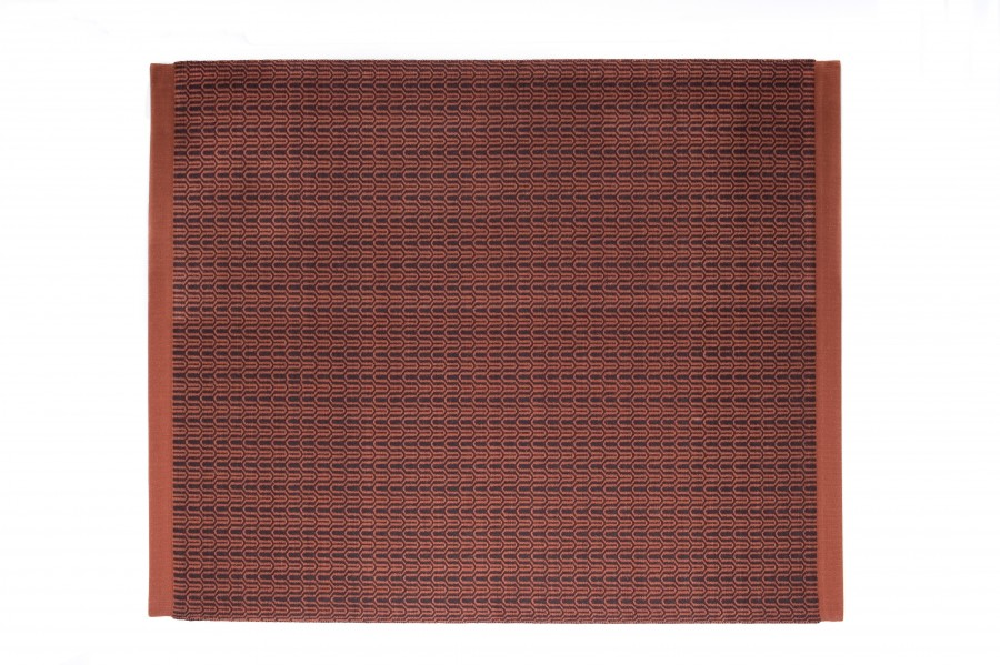 Handvävd matta Alba i roströd färgställning.