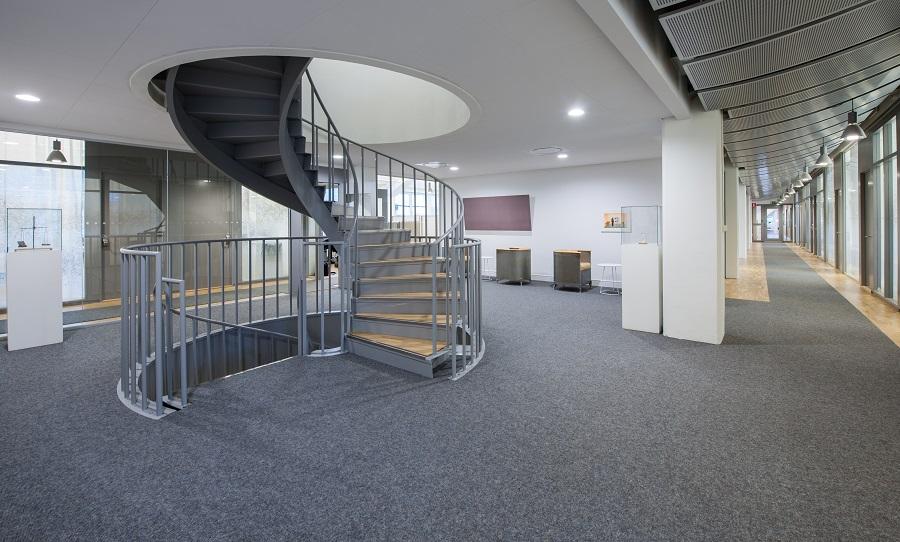 Heltäckande matta och gångmattor kvalitet Tretford på Elektas kontor, projekt av GWSK Arkitekter.