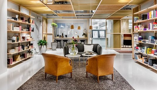 Handtuftad matta Orion på Morris Laws kontor.