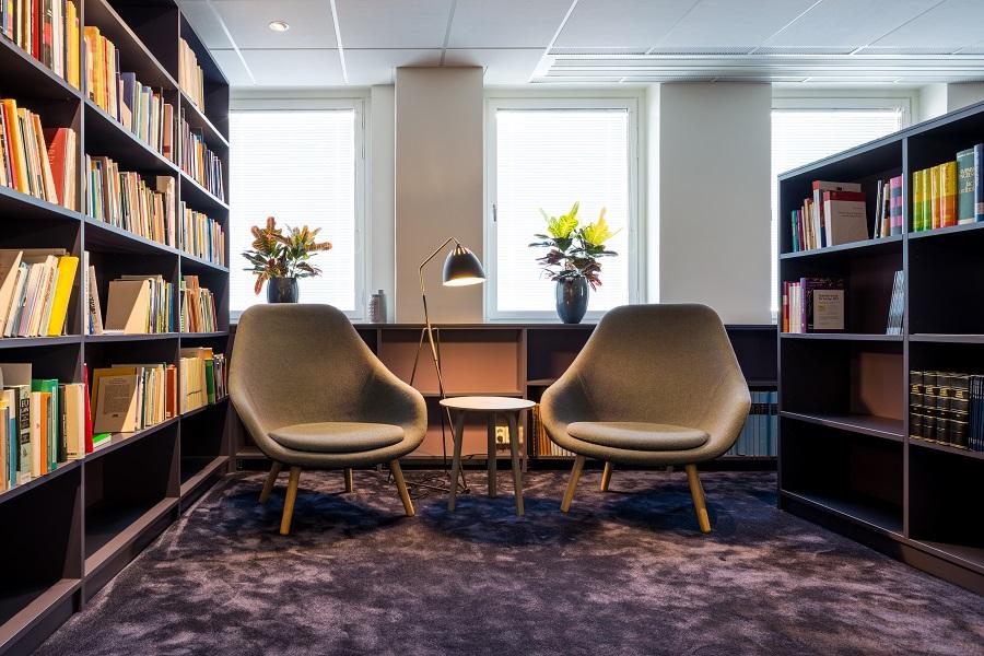 Matta Frame Superior 1064 i bibliotek på TCOs kontor, projekt av Tema.