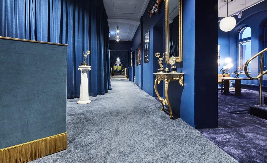 Heltäckande matta Deluxe Vogue och Frame Superior 1064 på Important Looking Pirates kontor, projekt av HOW Arkitekter.