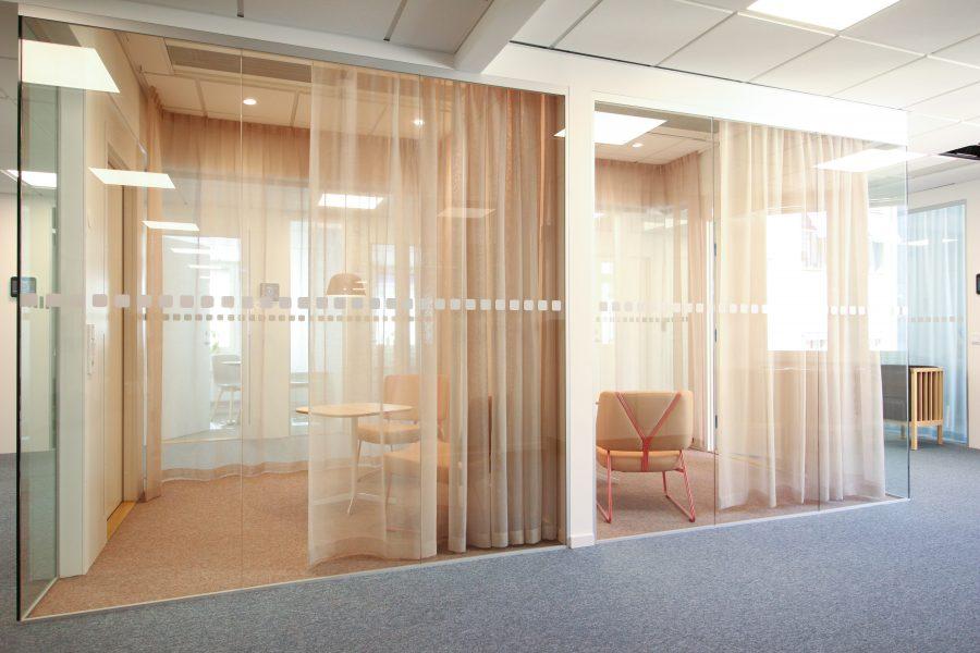 Textil platta Tivoli och heltäckande matta Tretford på Poolia's kontor, projekt av Part Bukowska.