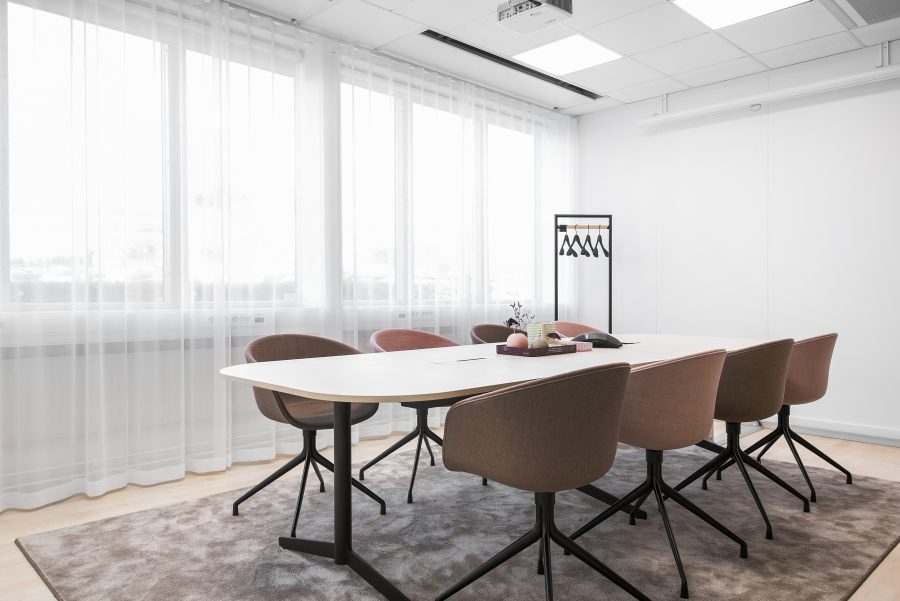 Matta Frame Superior 1064 under sittgrupp på Sigmas kontor, projekt av Addentity Interiör.