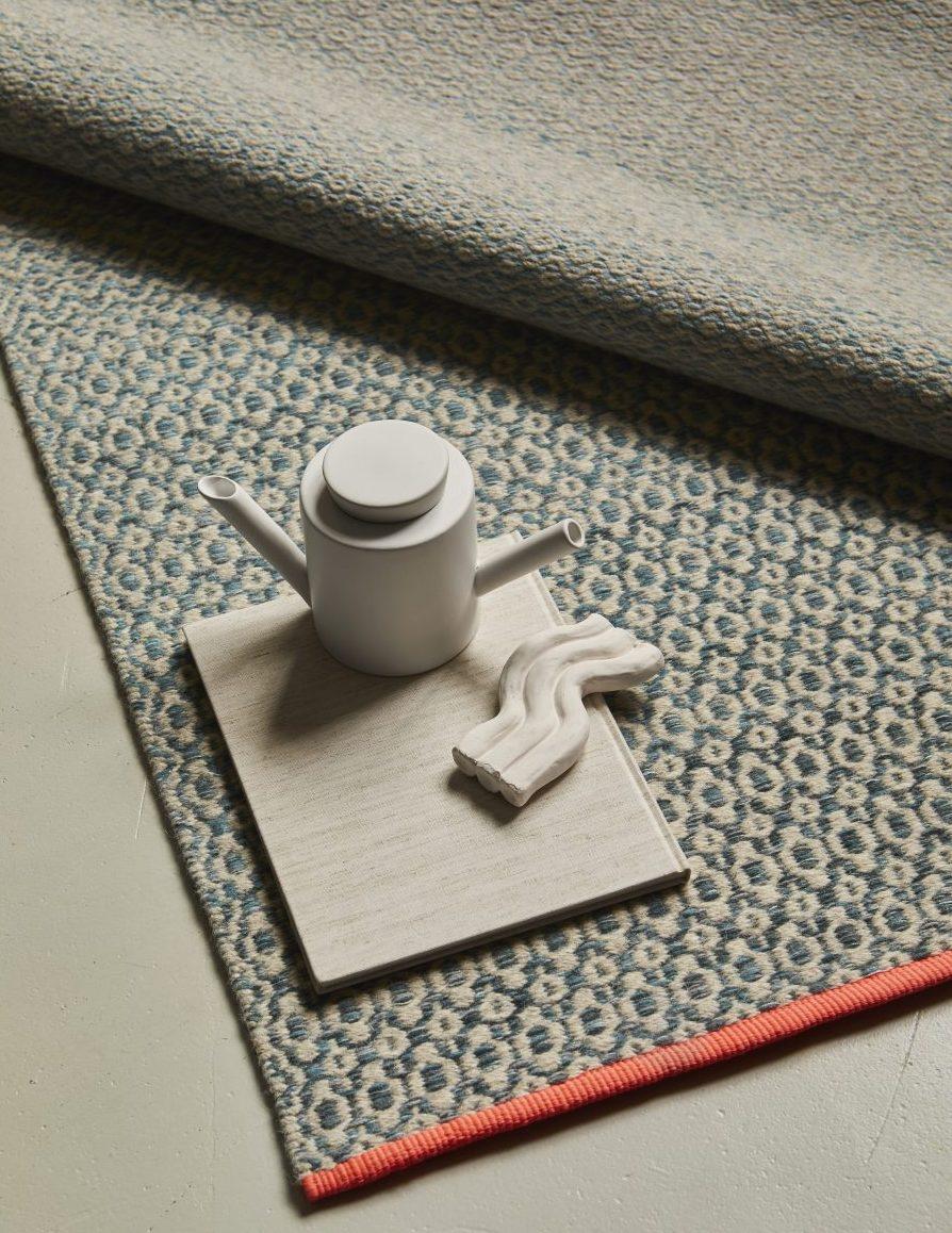 Handvävd matta Variant Shade från Ogeborg Design Collection.