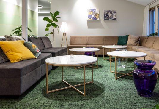 Heltäckande textil platta Alaska på Stockholmshem, projekt av Ahlsénarkitekterna.