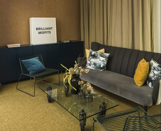 Heltäckande textil platta Infinity på Seven Agency's kontor, projekt av 2BK Arkitekter.