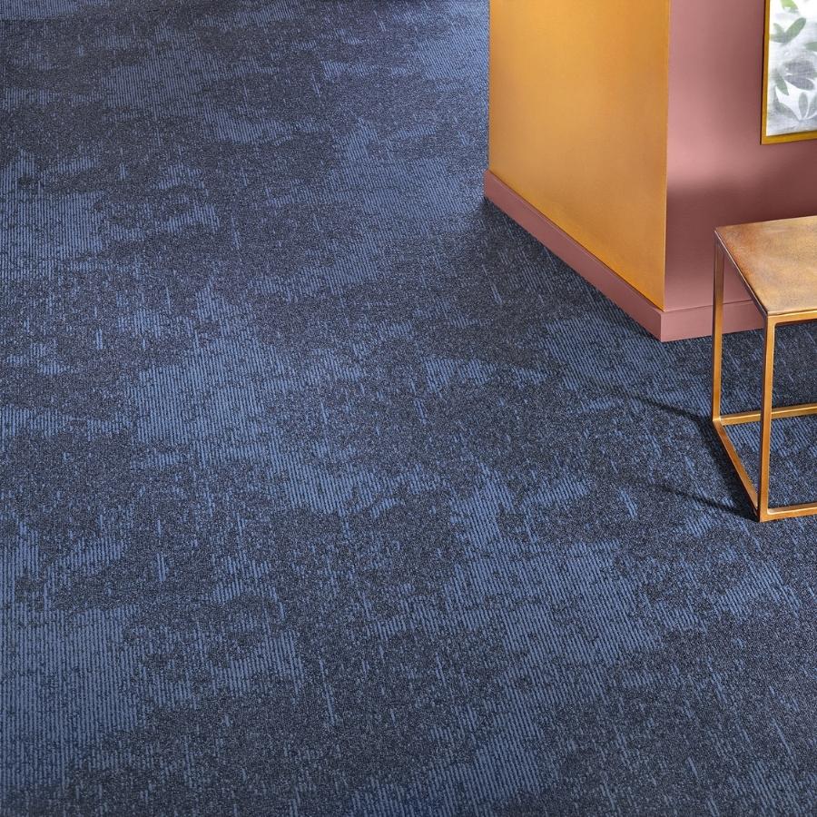 Heltäckande matta Contura Superior 1054 färg 3Q35 blå.